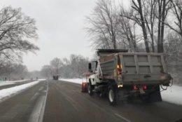Plows on patrol along the GW Parkway south of Alexandria. (WTOP/Kristi King)