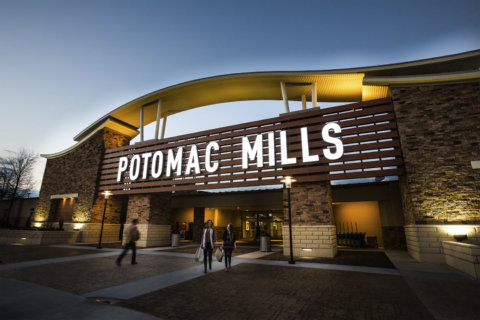 New Potomac Mills sign replacing wind-damaged icon that closed I-95