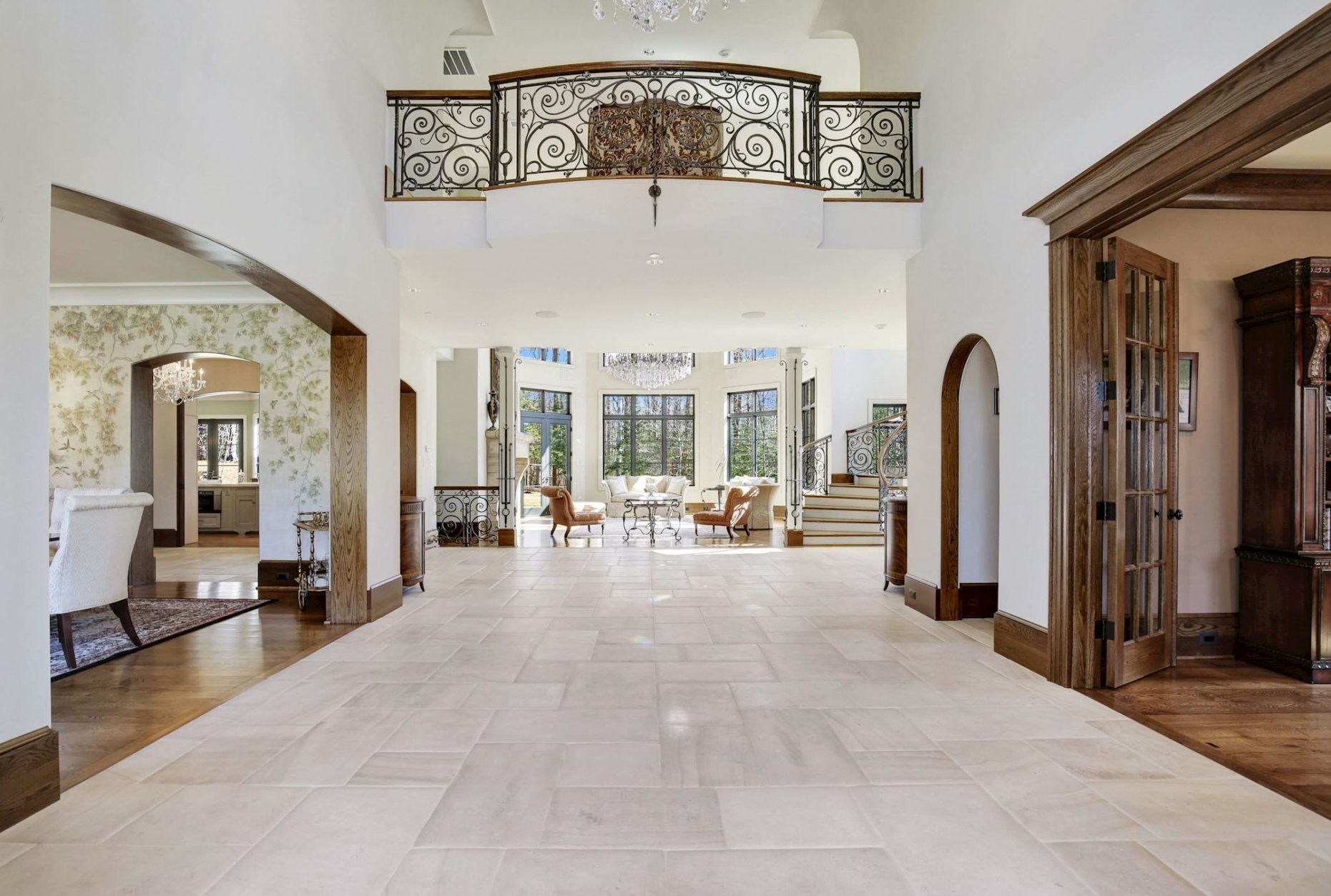 The foyer. (Courtesy Washington Fine Properties)