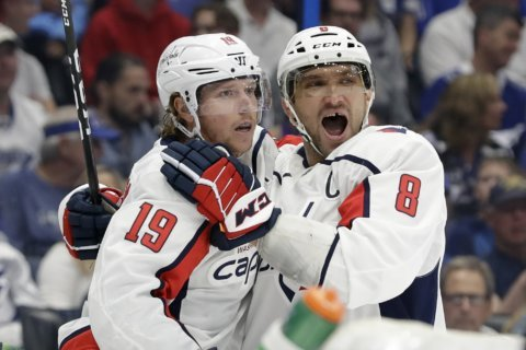 Ovechkin surpasses 50th goal, as Caps zap Lightning 6-3