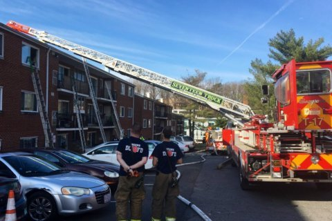1 person critically injured in Southeast DC apartment fire