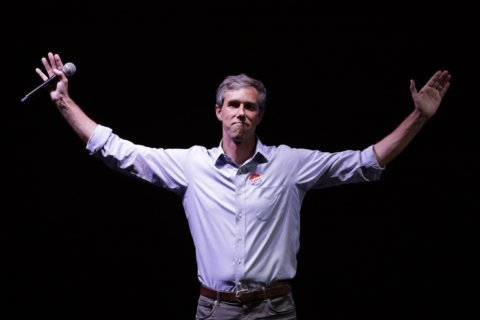 O'Rourke begins 2020 bid with big crowds, centrist message