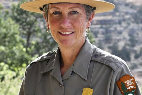 1st female superintendent of Grand Canyon park steps down