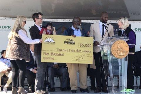 Redskins player, DC native Vernon Davis earns hometown salute
