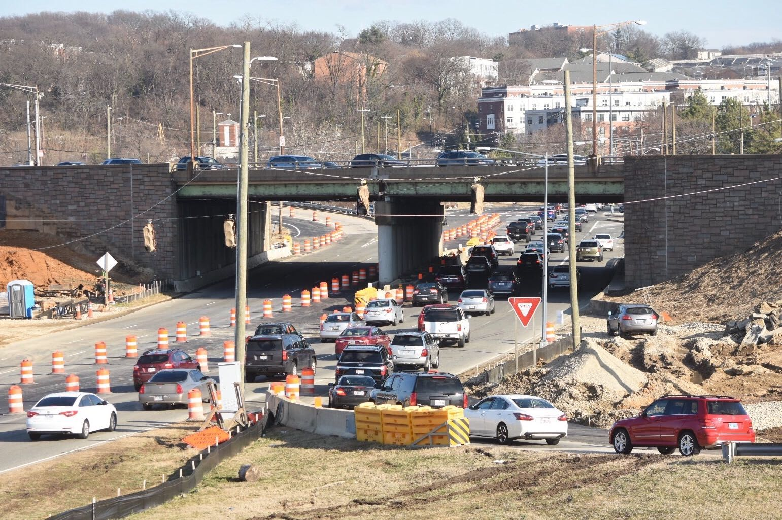 A new traffic pattern set to take effect Thursday will shift outbound drivers on Suitland Parkway to the left under I-295. (WTOP/Dave Dildine)