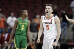 Virginia's Kyle Guy celebrates following a men's NCAA Tournament college basketball South Regional semifinal game against Oregon, Friday, March 29, 2019, in Louisville, Ky. Virginia won 53-49. (AP Photo/Michael Conroy)