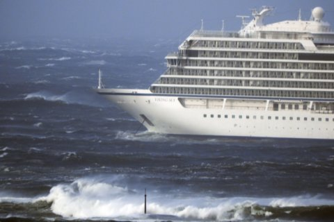 Passengers describe wait for rescue as Norwegian cruise ship tilts and floods