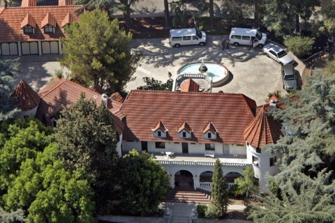 Mansion where Phil Spector killed actress is for sale