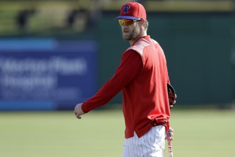 Harper plays right field for first time for Phillies