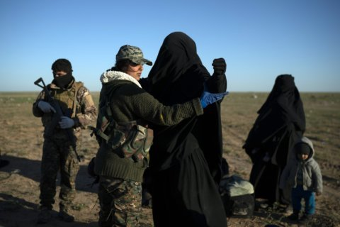 US-backed Syrian fighters advance on 2 fronts against IS