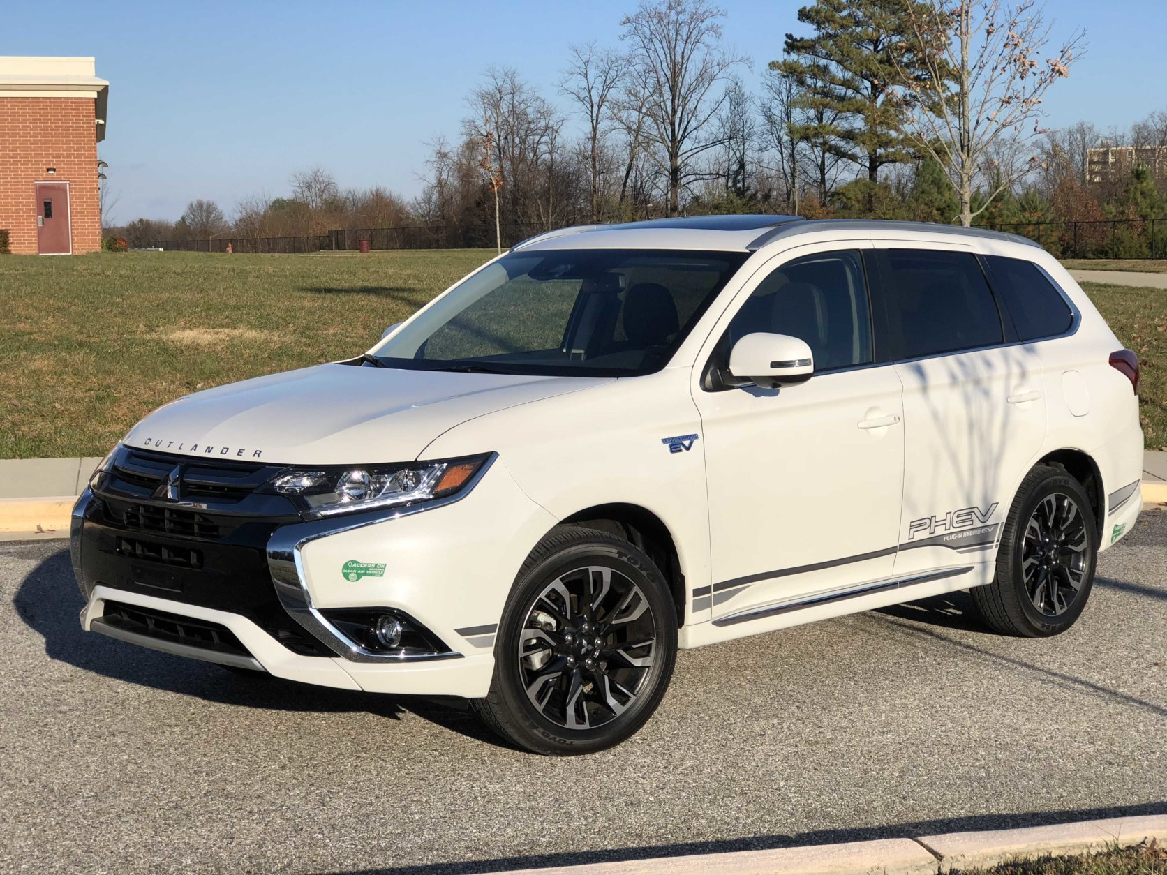 Car Review Mitsubishi Outlander Phev Lets You Plug In Use Less Gas Wtop