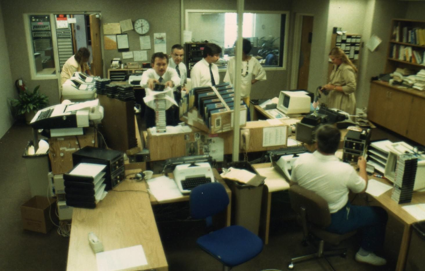 Another view of the old WTOP newsroom inside the Stuart building in Tenleytown. (Courtesy Jamie McIntyre)