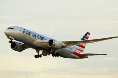 Loose cart on American Airlines flight causes minor injuries