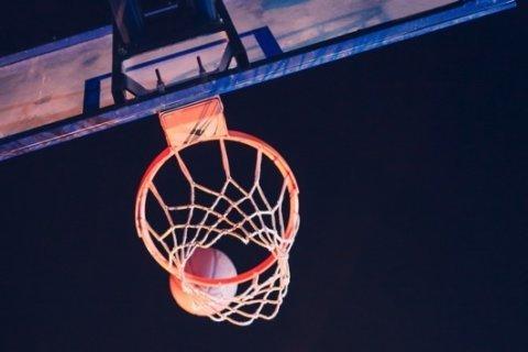 4-year-old basketball prodigy nails impossible shots