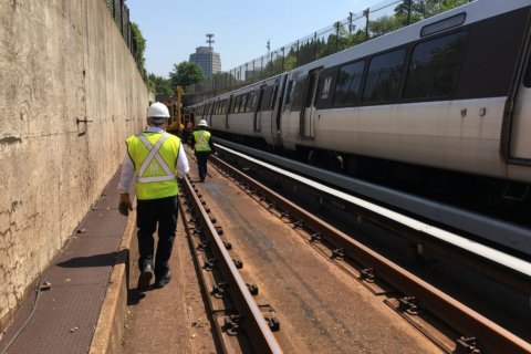 Near miss for workers on Metro tracks under investigation