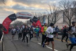 The Rock 'n' Roll Marathon kicks off. (WTOP/Melissa Howell)