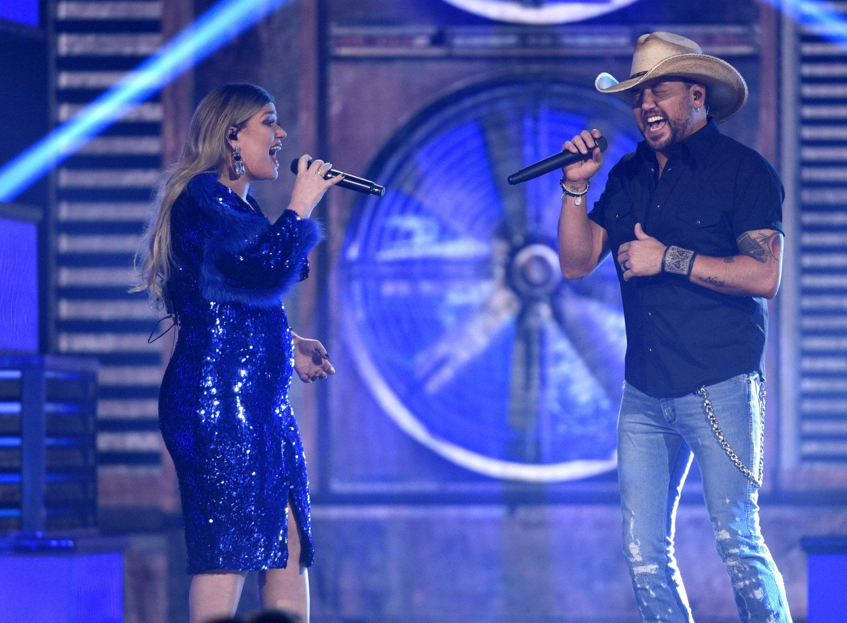 Kelly Clarkson, left, and Jason Aldean, winner of the Dick Clark artist of the decade award, perform a medley at the 54th annual Academy of Country Music Awards at the MGM Grand Garden Arena on Sunday, April 7, 2019, in Las Vegas. (Photo by Chris Pizzello/Invision/AP)