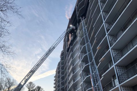 3 injured in high-rise fire in Kensington