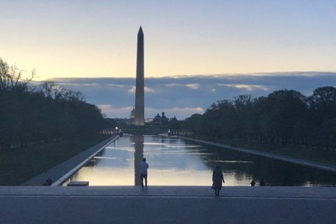 Thousands watch sun rise on Easter Sunday at Lincoln Memorial service