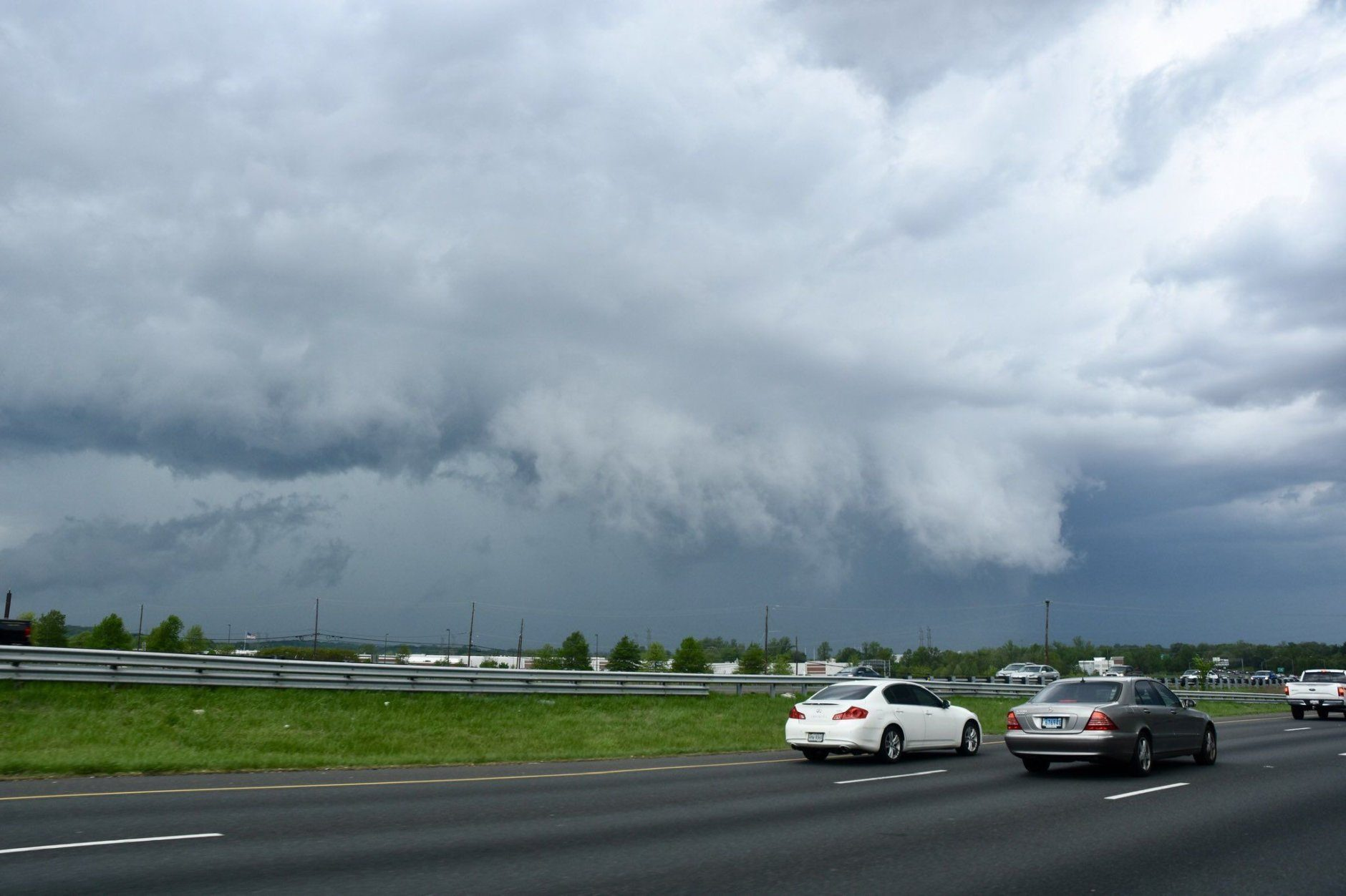 A severe thunderstorm north of Landover was heading toward Bowie and intensifying Friday afternoon. (WTOP/Dave Dildine)
