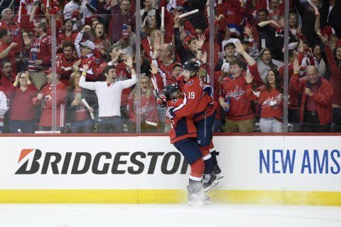 Capitals, Smith-Pelly get physical in Game 5 rout of Carolina