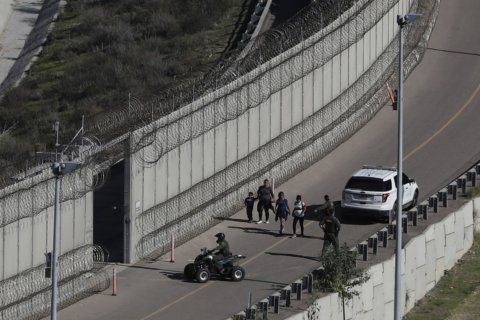 Member of militia group seen detaining migrants arrested in New Mexico