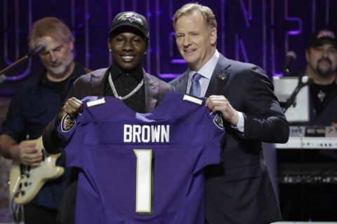 Ravens make 1st-round swap, select Oklahoma receiver Brown