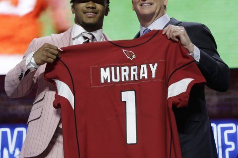 3 quarterbacks among first 15 picks early surprise of draft