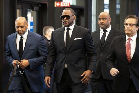 R. Kelly makes brief paid appearance at Illinois club