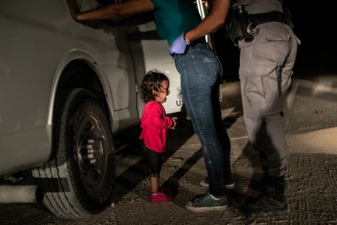 'Crying girl' picture near US border wins World Press Photo of the Year