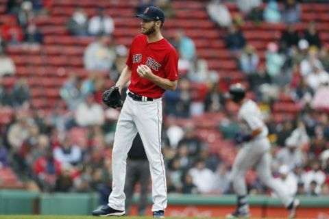 Sale remains winless as Tigers sweep Red Sox 7-4, 4-2