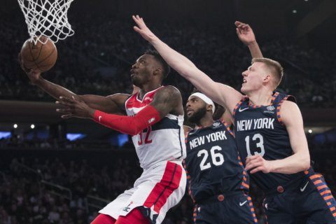Knicks rally in 4th, end long home losing streak to Wizards