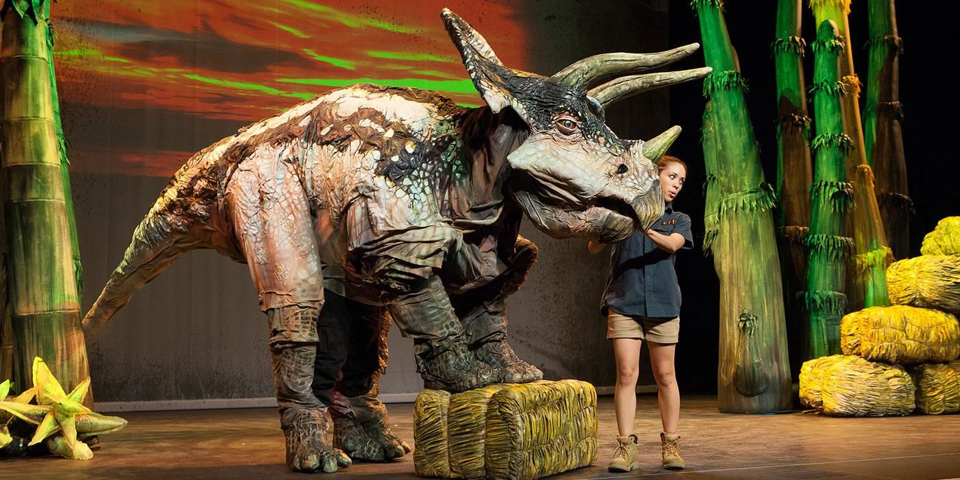 """Earth's Dinosaur Zoo Live"" takes audiences on a prehistoric journey into a new dimension where they get to meet a menagerie of insects and dinosaurs that roamed the planet millions of years ago. (Photo by C. Waits)"