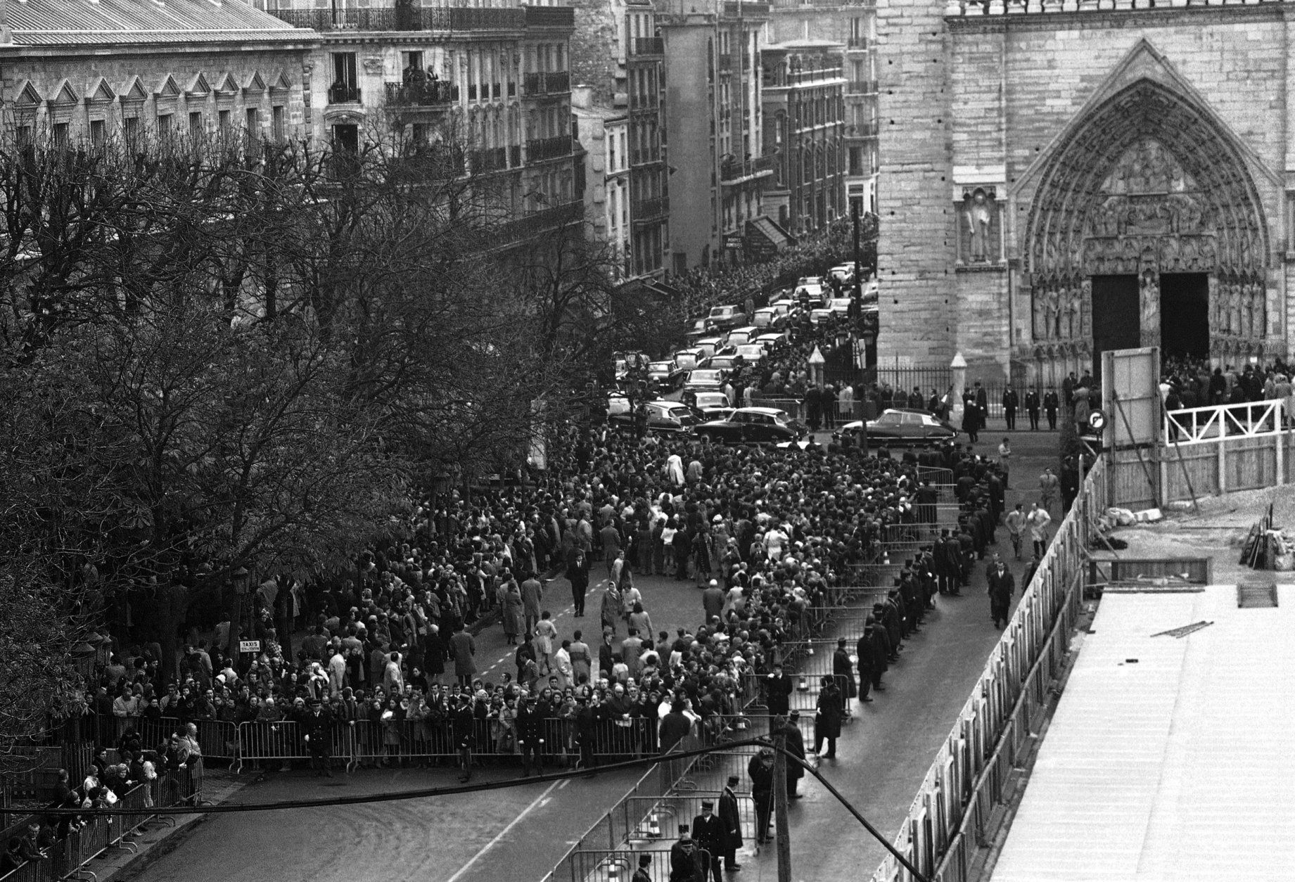 Crowds gathered outside the Notre Dame de Paris, France where a memorial service is being held for the former French President Charles de Gaulle on Nov. 12, 1970. (AP Photo)
