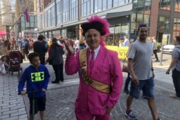 """The """"mayor"""" of the Wharf made an appearance donning a pink suit. (WTOP/Mike Murillo)"""