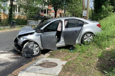 6 injured in Southeast DC rollover crash