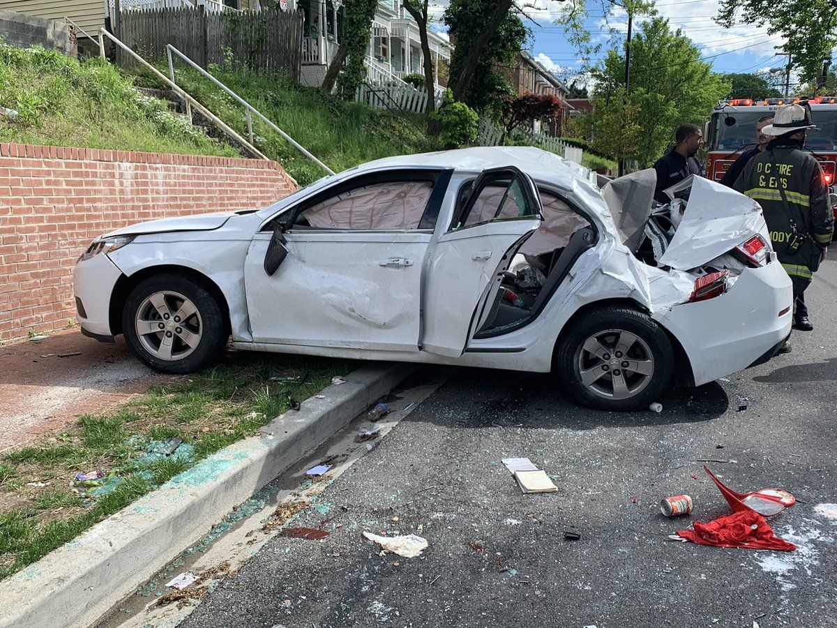 1 dead, 1 charged after Southeast DC rollover crash on