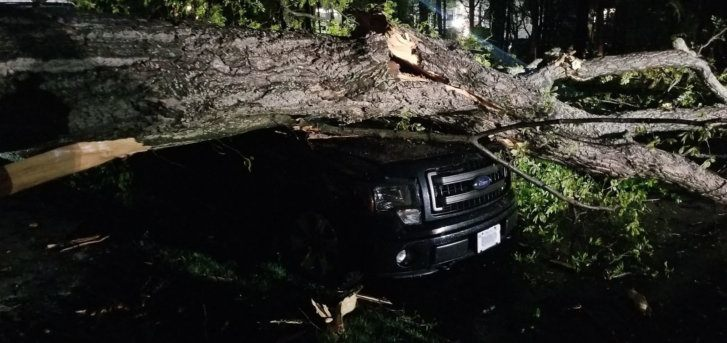 Westlake Legal Group tornadoreston-1-727x343 Tornado causes damage near Reston, Va. Weather News Weather Virginia tornado The National Weather Service storm severe weather Local News Fairfax County, VA News damage