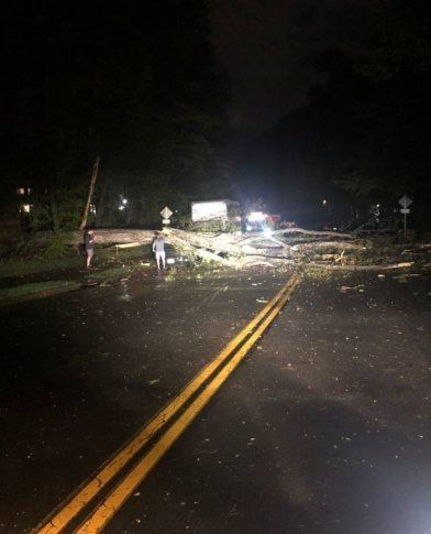 Westlake Legal Group tornadoreston2-392x485 Tornado causes damage near Reston, Va. Weather News Weather Virginia tornado The National Weather Service storm severe weather Local News Fairfax County, VA News damage