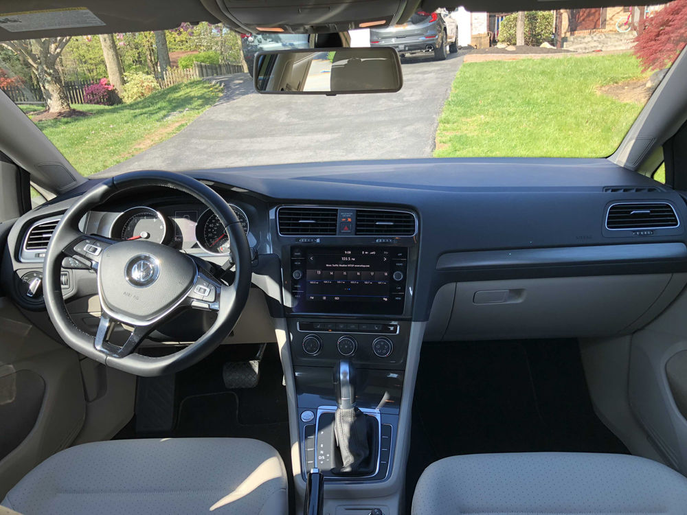 It has easy-to-use controls and a large touchscreen. (WTOP/Mike Parris)