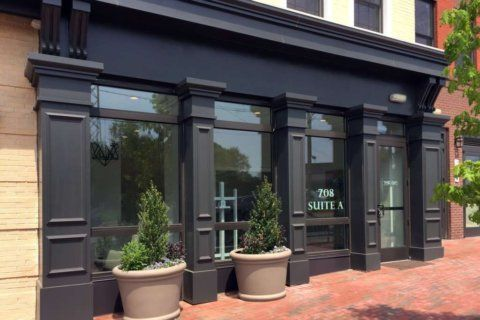 New art gallery opens up shop in Herndon's Junction Square