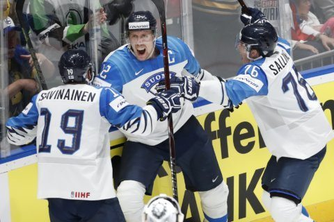 Finland wins world hockey championship, beating Canada 3-1