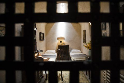 Capone's newly discovered prison roomie gets cot in exhibit