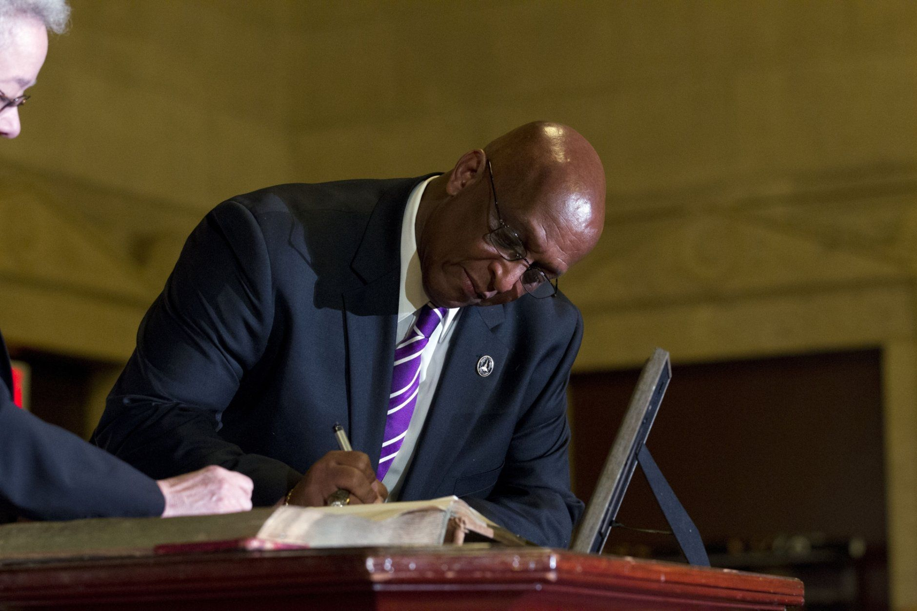 "Baltimore Mayor Bernard ""Jack"" Young signs the mayor's oath book, during the 51st Mayoral Swearing-In Ceremony at War Memorial Building in Baltimore, MD., Thursday, May 9, 2019. Former Baltimore's mayor Catherine Pugh resigned under pressure, amid a flurry of investigations into whether she arranged bulk sales of her self-published children's books to disguise hundreds of thousands of dollars in kickbacks. (AP Photo/Jose Luis Magana)"