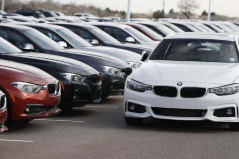Edmunds: Carmakers reel in free maintenance plans