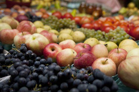 Less fat, more fruit may cut risk of dying of breast cancer