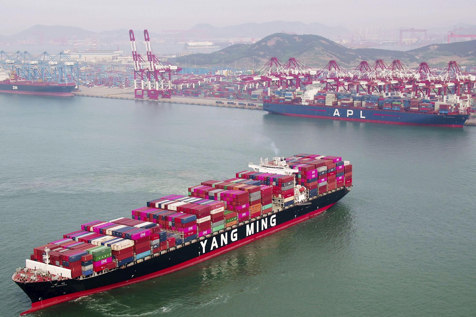 US, Chinese negotiators to resume talks as US tariffs loom