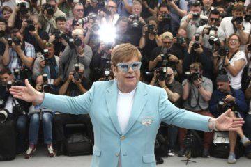 Elton John slams media for criticizing Harry, Meghan