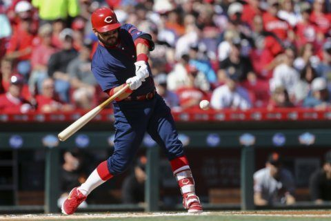 Reds go deep on 3 pitches for early 4-0 lead over Giants