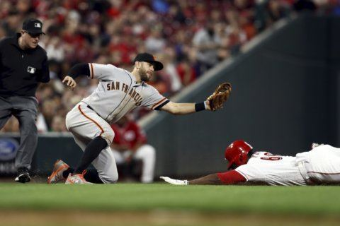 Giants overcome 8-run deficit, beat Reds 12-11 in 10 innings